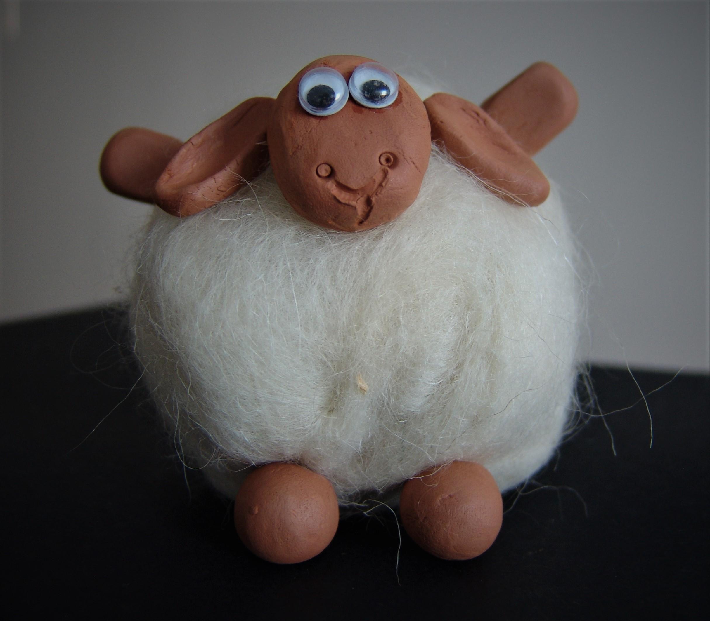 Petit mouton en laine bouillie et argile Image